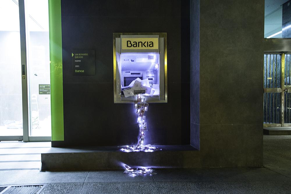 Guerilla art installations by luzinterruptus design indaba for Los cajeros automaticos