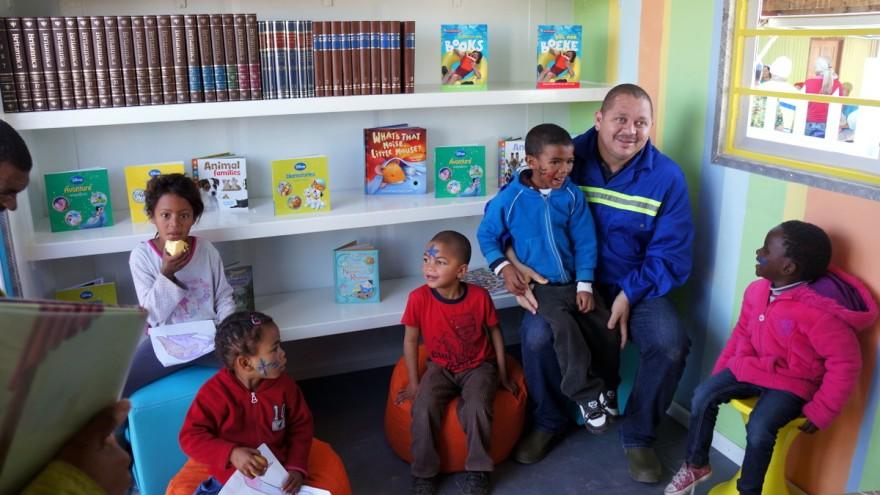 Mandela Day 2012: Blikkiesdorp container library