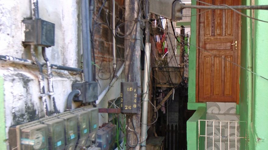 Electric network Favela, Rio, Brasil. Photo: Satyendra Pakhalé.