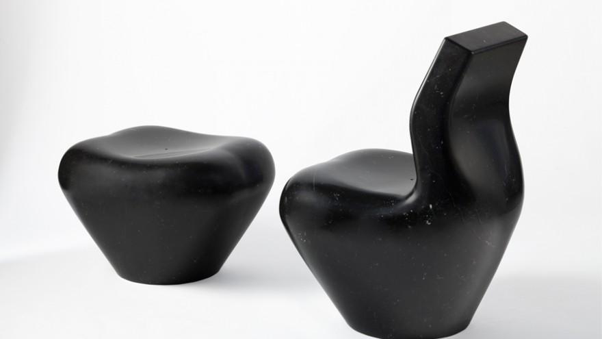 Black Swan in black nero marquina marble. Photo: Tiziano Rossi.