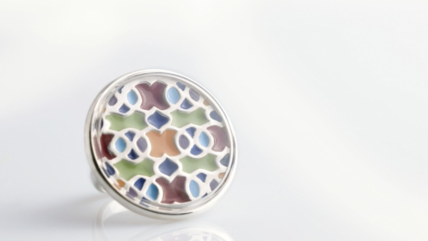 Entertained pattern ring by Schwarzie.