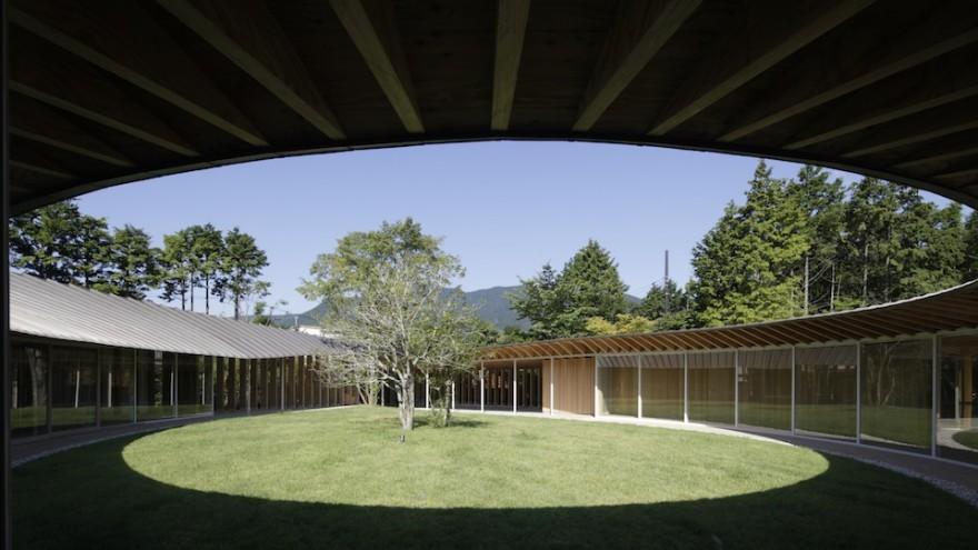 Sengokubara residence by Shigeru Ban.