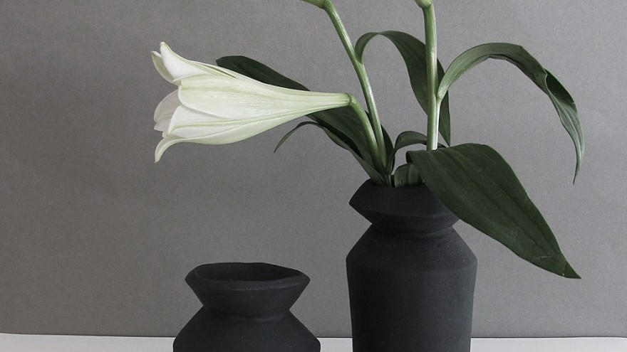Bold vases by Alexia Klompje.