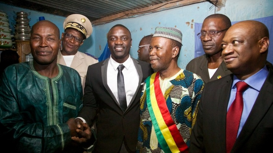Akon meeting with village dignitaries in Mali