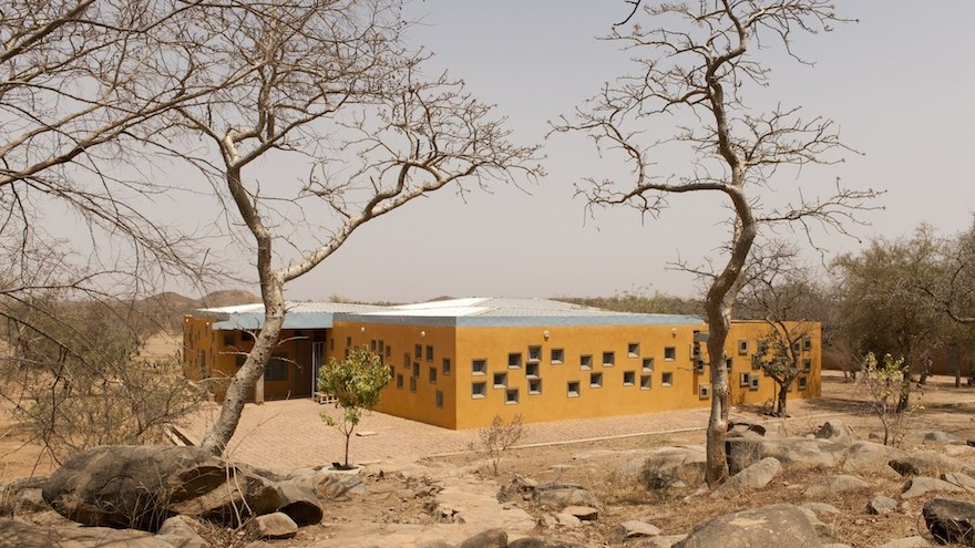 The Centre de Santé et de Promotion Sociale forms part of the Opera Village in Burkina Faso, photo by Erik-Jan Ouwerkerk