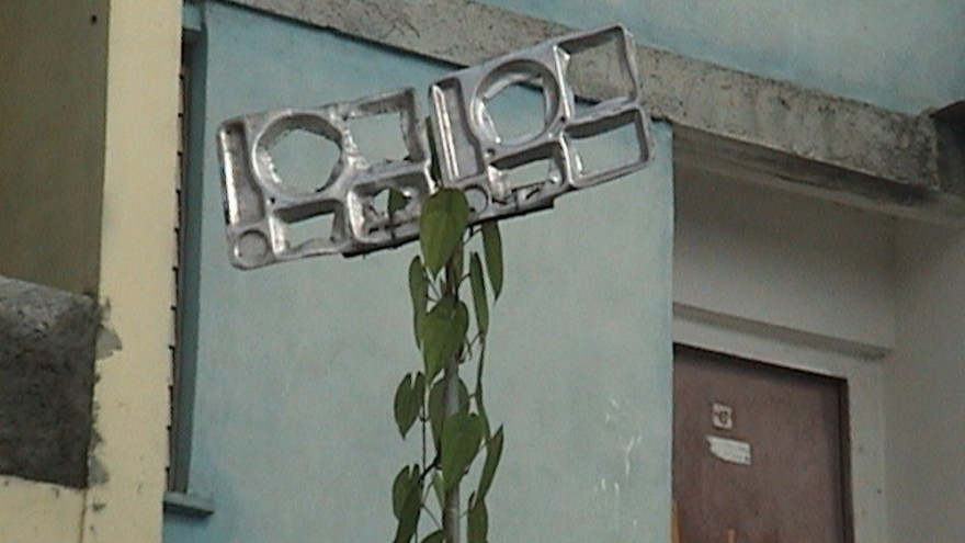 The use of food trays as TV-antenna is widespread in Cuba.