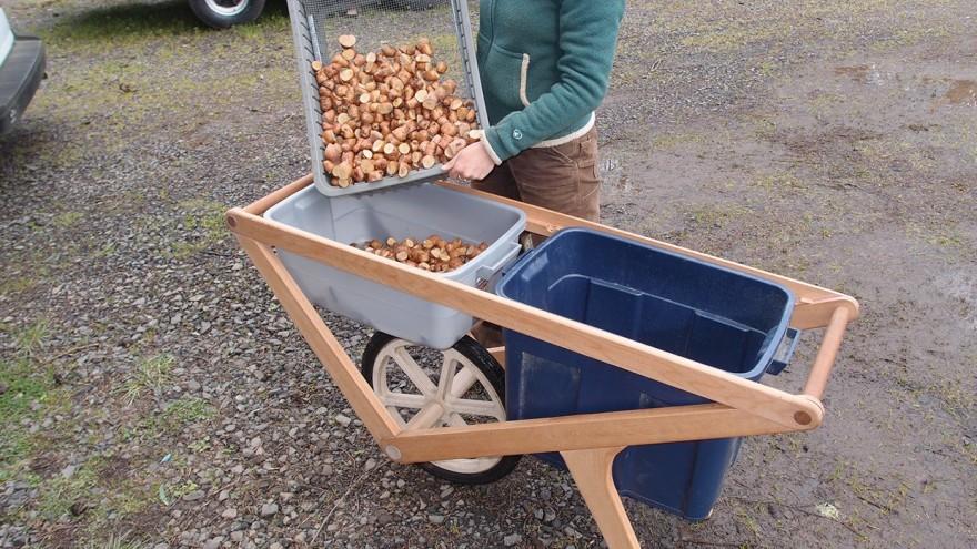 Harvest Cart fits regular farming bins