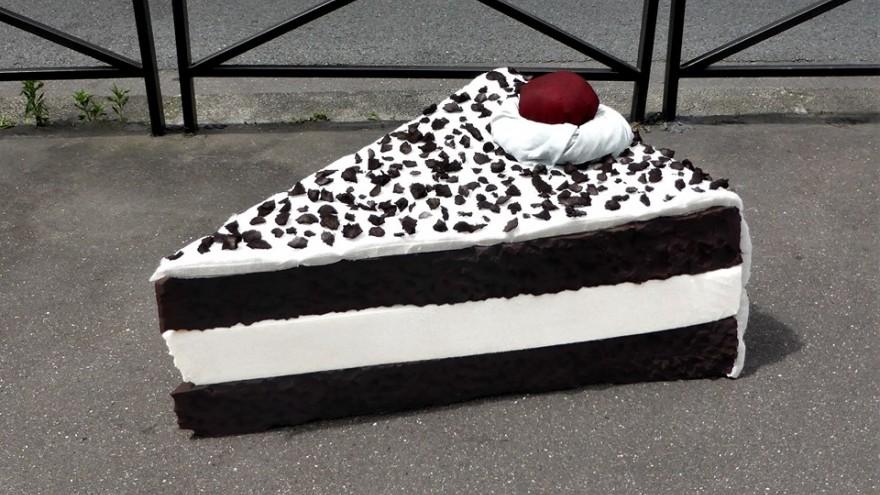 Layered foam cake of Lor-K