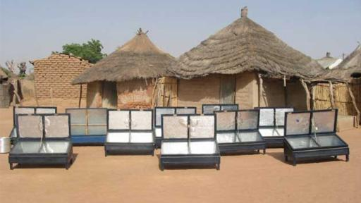 Prototype sun-ovens by Abdoulaye Touré in Senegal