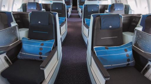 Internationally celebrated Dutch product designer Hella Jongerius has given the KLM World Business Class a completely new look.