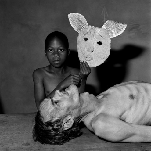 Tommy, Samson and a Mask, 2000. Courtesy of Roger Ballen.