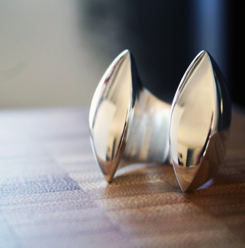 MBOISA 6: Clam Ring by Vikki Viljoen.