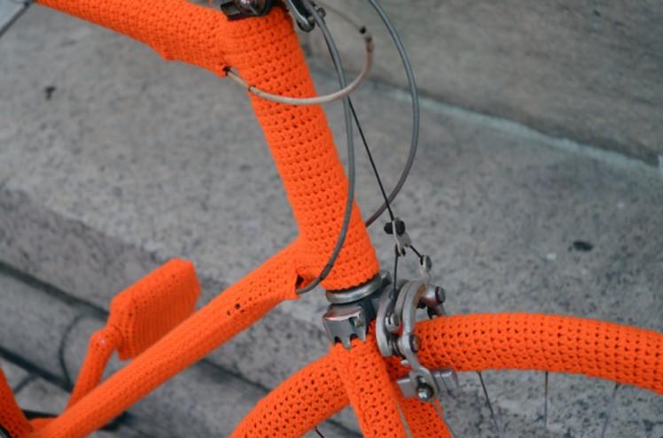 Isabeau Joubert yarn bombing