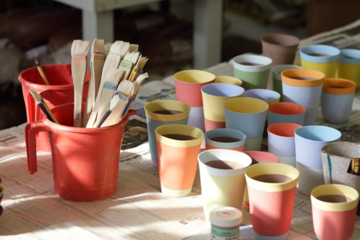 Glazed cups waiting to be fired. Image: Henk Hatting.