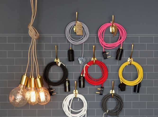 Fabric cable cord and a bunch of light bulbs. Image: Henk Hatting.