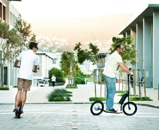 The scooter is a quick and easy alternative to urban transportation.