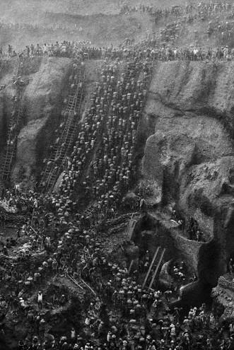 The gold mine of Serra Pelada © Sebastião SALGADO / Amazonas images