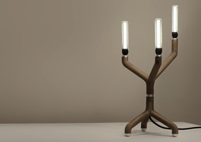 Lil Fogo candelabra in wood by Kossi Aguessy. Photo: Blackbody.