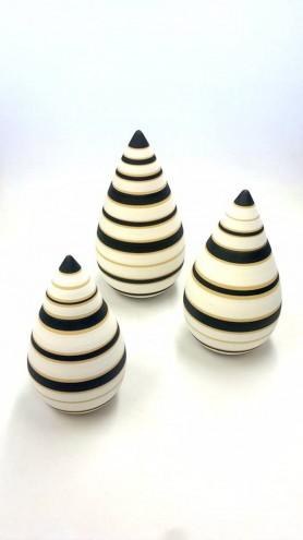 Chuma Maweni's striking, contemporary ceramic work.