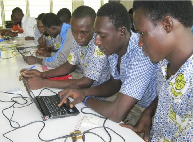 Students from Gowrie Senior High School (Upper East Region) at the light sciences workshop.