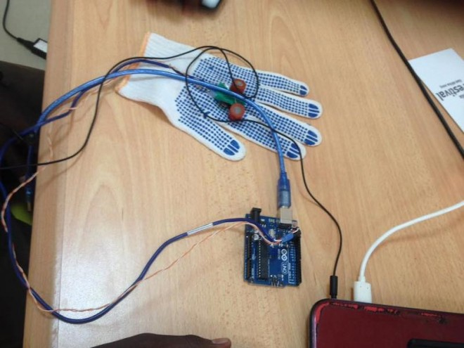 The app uses a ultrasound glove that sends images to a diagnostic app on a mobile phone.