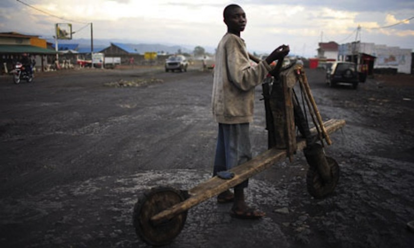 In eastern Congo, hand-hewn, low-tech scooters called chukudu's are a used to carry heaps of cargo, from food to fuel to bricks, across long distances. Image: Pers Anders Pettersson/Getty Images