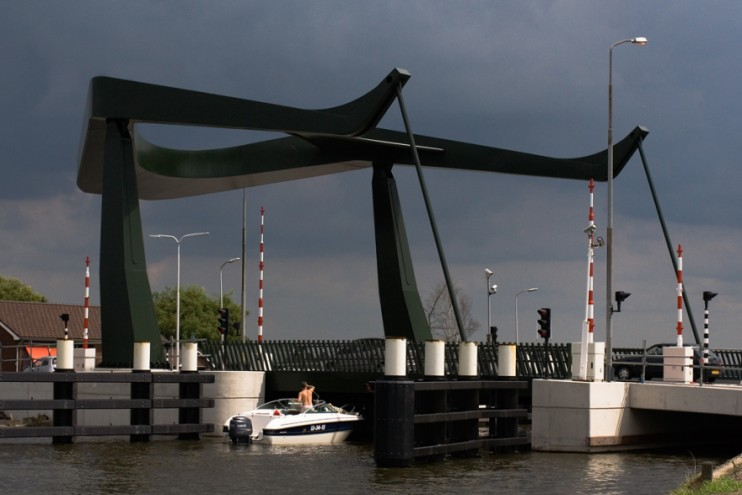 "Spatial, Best Product Public Space: ""Prayer of Shadow Protection"" bridge Vrouwen"