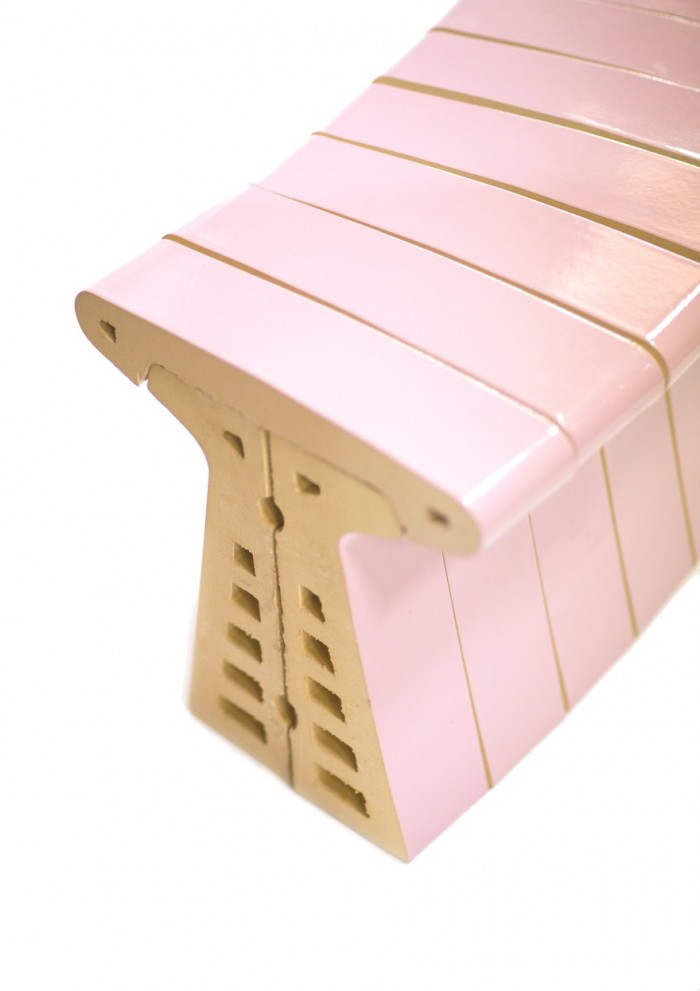 Glazed Brick Bench by Chris Kabel. Image Studio Aandacht.