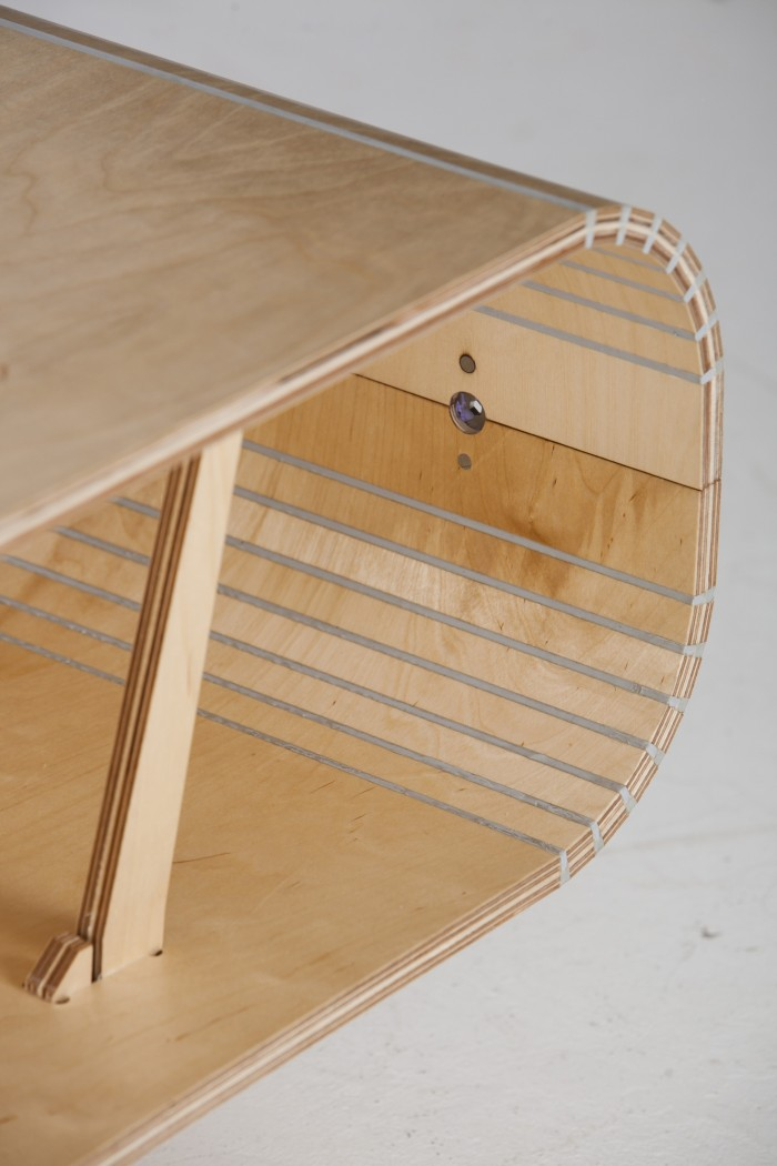 The Two Pieces Of The Table Are Fastened Together On The Side With The  Innovative KiwiClip Mechanism.