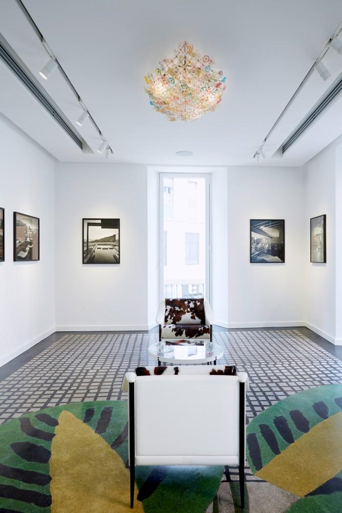 Flavio Ponti lamp hanging above the photo exhibition
