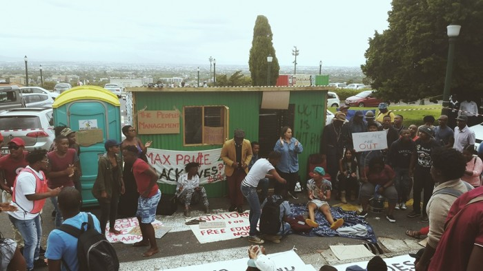 Students erect a shack on the steps of UCT