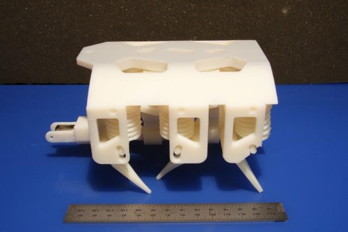 This 3-D hexapod robot