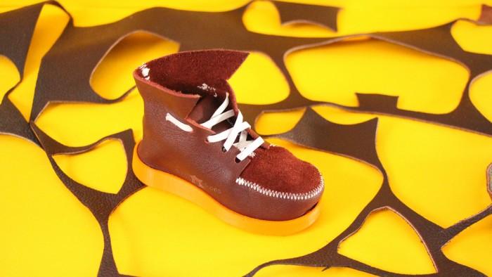Shoey Shoes by Thomas Leech