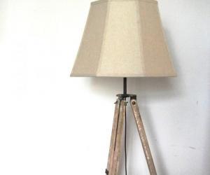 Tripod lamp by Recreate.