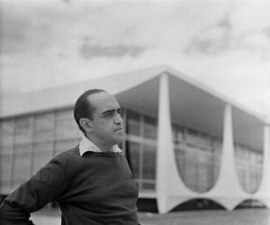 Oscar Niemeyer by Gil Pinhero