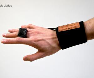 Scritch wearable device by Hideaki Matsui.