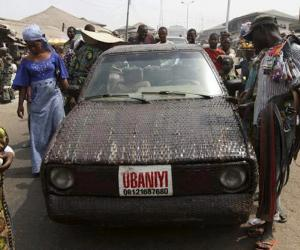 A weaver based in Ibadan, Nigeria has taken the age-old craft of weaving to new heights by weaving the entire body of a car.