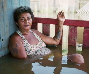 Gideon Mendel captures the devastating effects of flooding.