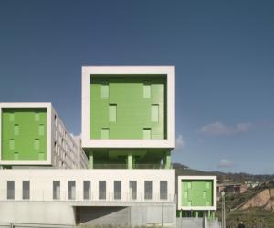 Spanish architects researched a new typology to improve living conditions and develop sustainable quality housing. The result is the 317 Social Housing Units.