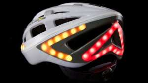 The helmet has an automatic brake light and wireless left and right indicators.