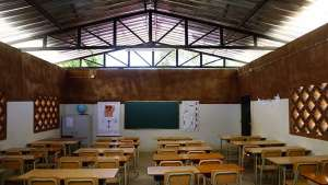 Primary school in Angola gets an upgrade from parents. Image: Paulo Moreira