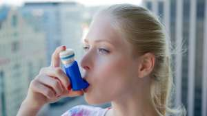 Gecko Health, an MIT spinout, has designed a smart inhaler that links to an app and helps asthma sufferers monitor their prescriptions and prevent attacks. Image: Gecko Health