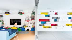Designed by Brazilian architecture firm Pascali Semerdjian Arquitetos, Toy MM01 was built purely to house toys and entertain guests.