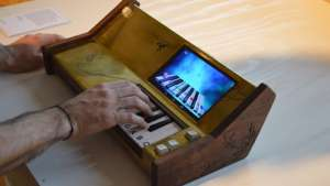 Jeroen Heeren has designed an all-purpose keyboard to teach prisoners music.