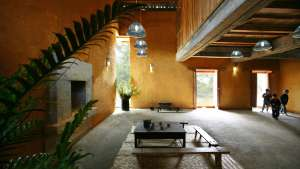 The Swallow Homestay and Community House is the product of the happy union between traditional Vietnamese building methods and modern construction.