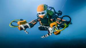 Humanoid robot recovers sunken treasure