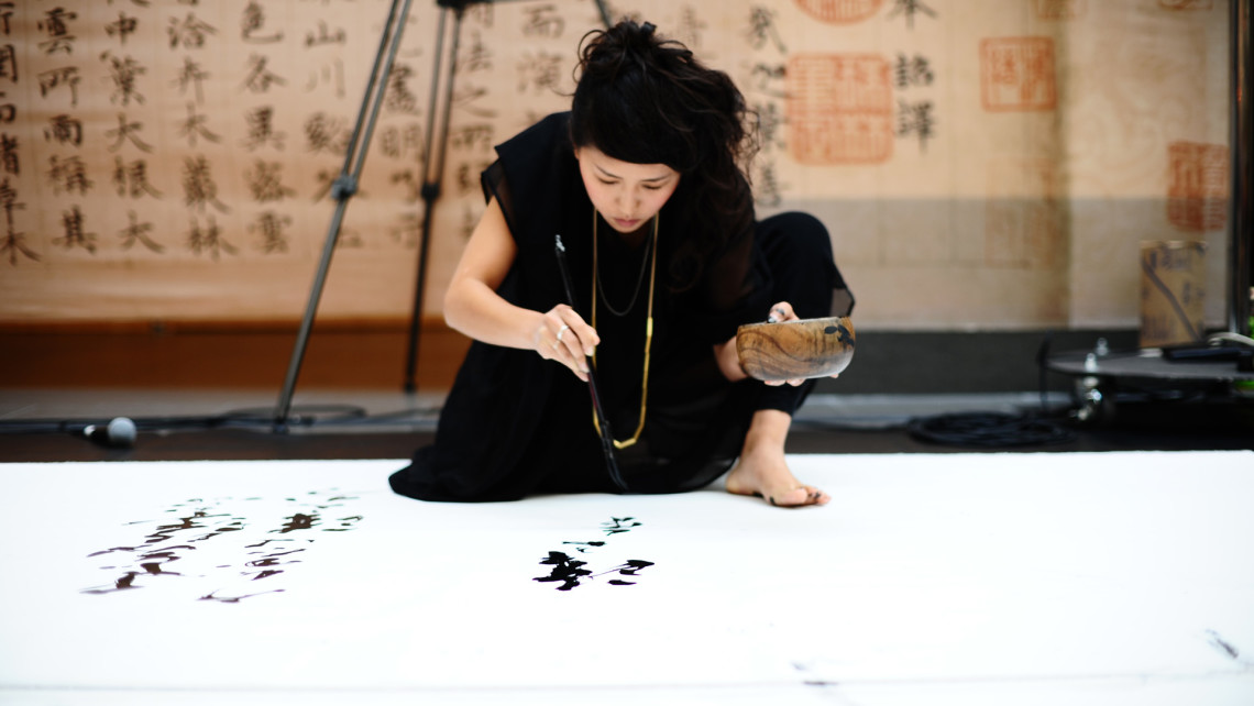 Meet Aoi Yamaguchi The Japanese Master Calligrapher Expanding The Form S Possibilities Design Indaba
