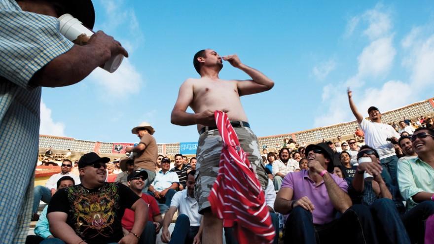 A spectator mocks the matador at a bullfighting match after disgracefully failin
