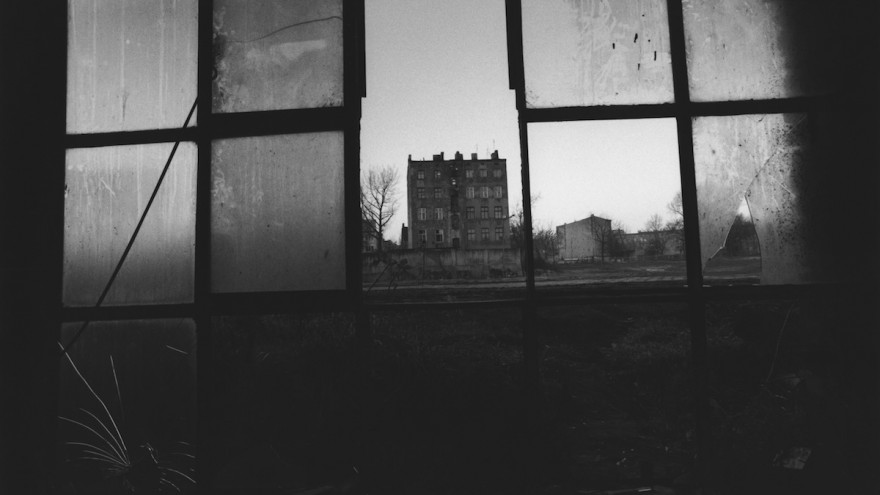 Untitled (Łódź), 2000. Archival gelatin-silver print.  Image: © Collection of the artist.
