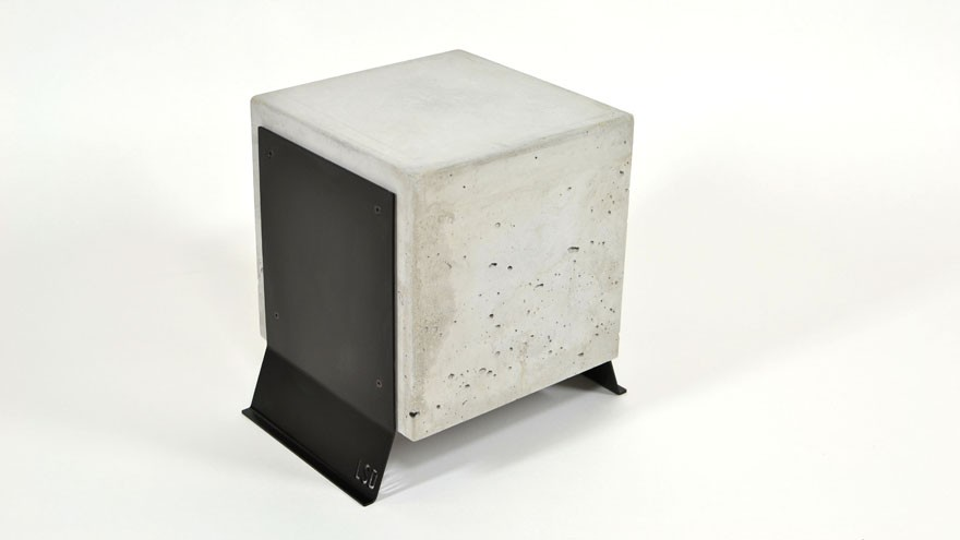 Brut table in concrete and metal.